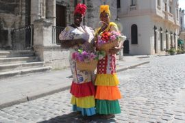Two ladies in Old Havana on a Havana tour